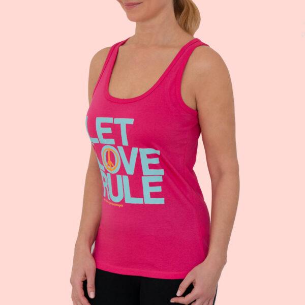 Damen Yoga Top in pink mit Aufdruck Let Love Rule von Natural Born Yogi.