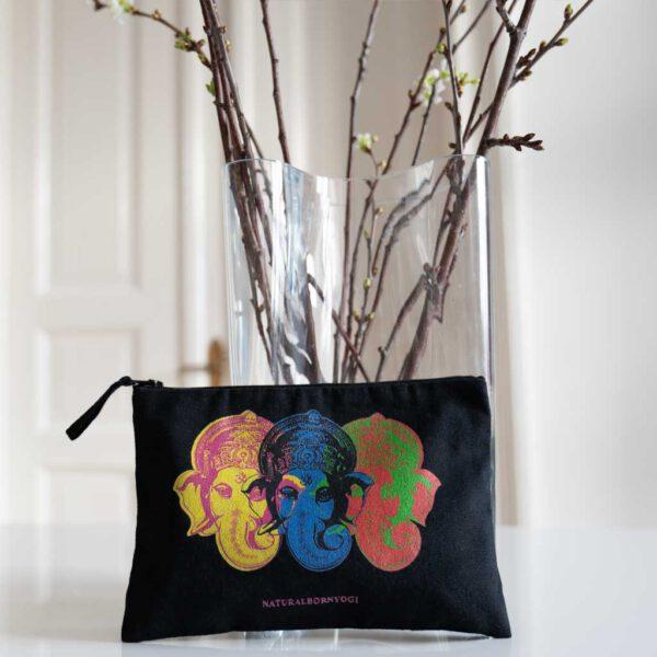 Schwarzes Täschchen mit Ganesha Aufdruck im Pop Art Style.