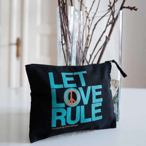 Yoga Stofftäschchen mit Let Love Rule Aufdruck.