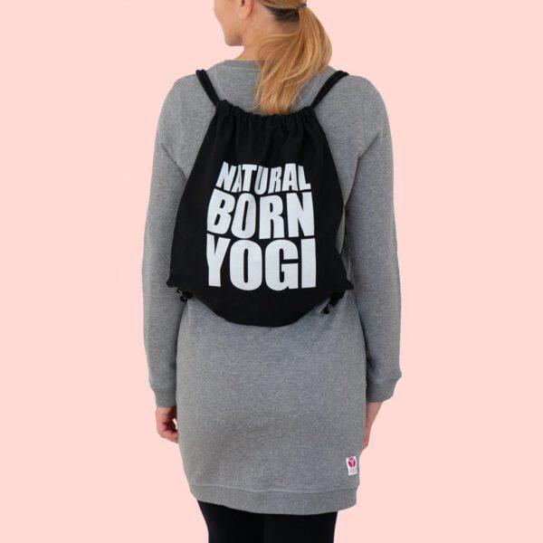 Schwarzer Yoga Turnbeutel von Natural Born Yogi.