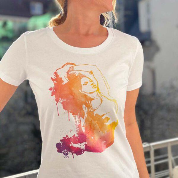 Weißes Yoga T-Shirt mit buntem Surya Yantrasana Aufdruck von Naturalbornyogi.