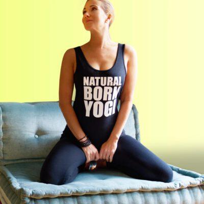 schwarzes yoga tank top mit natural born yogi aufdruck